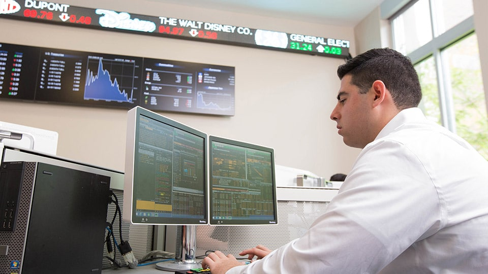 Student working in the Capital Markets Lab