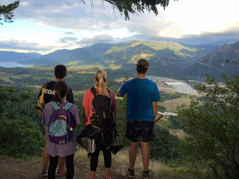 Four FLA students overlook the Columbia River Gorge