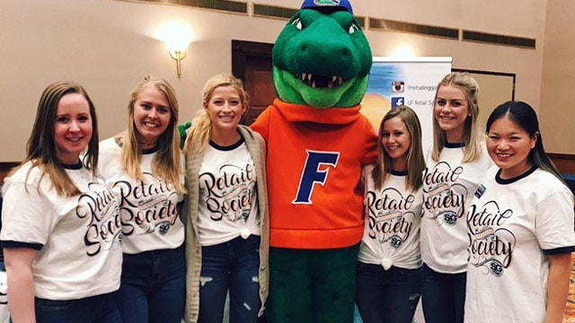 6 members of the Retail Society posing with Albert Gator.