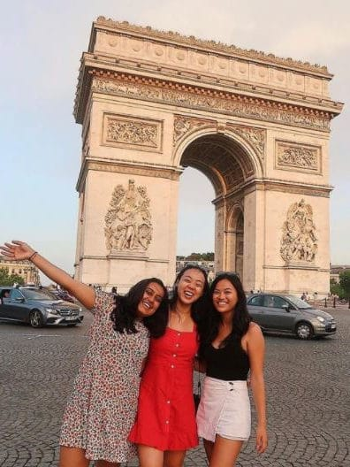 3 students in front of the Arc de Triomphe in Paris, France